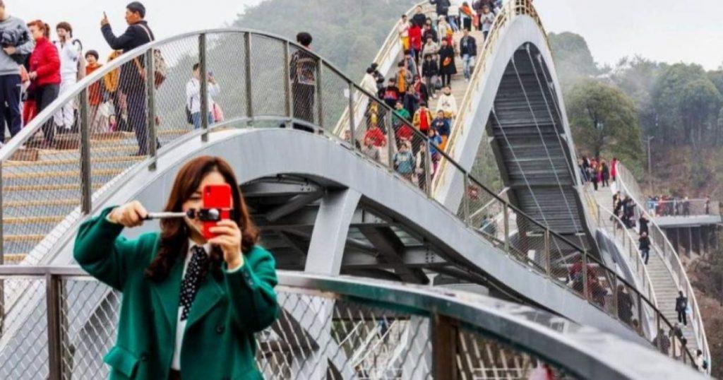 Puente-de-cristal-Ruyi-en-China-3