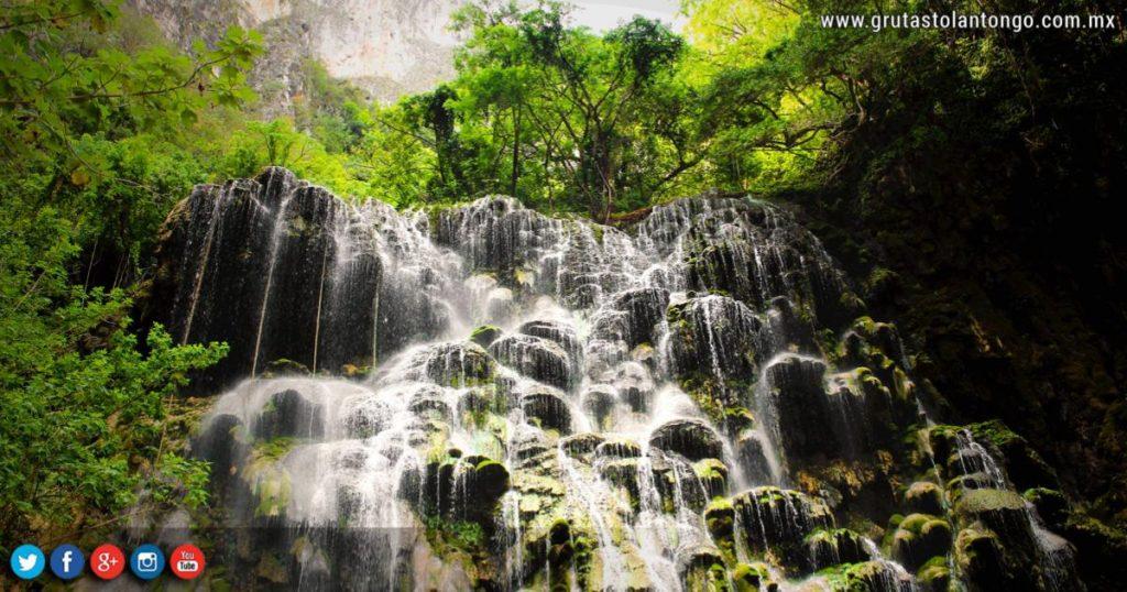 Cascadas-del-río-Turquesa