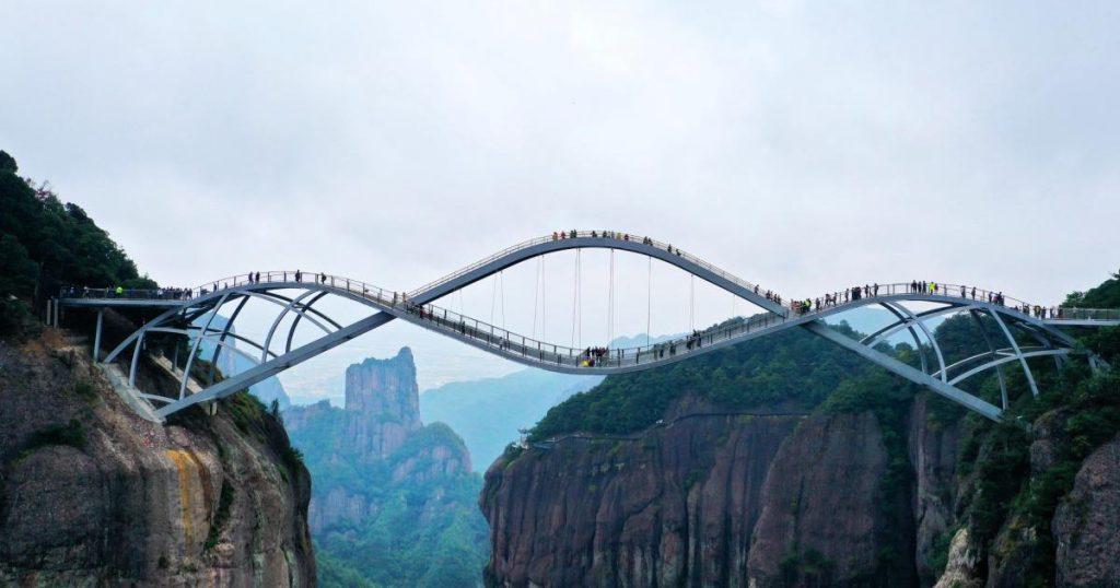 Puente-de-cristal-Ruyi-en-China-5