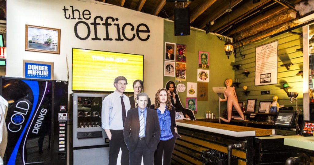 Replay-Lincoln-Parks-bar-recreo-escenario-serie-The-Office-2