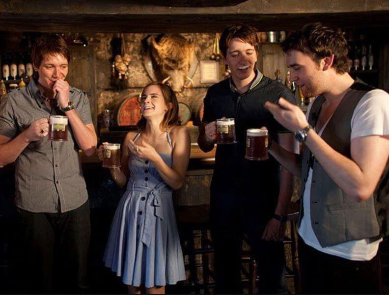 elenco-de-harry-potter-prueba-cerveza-de-mantequilla