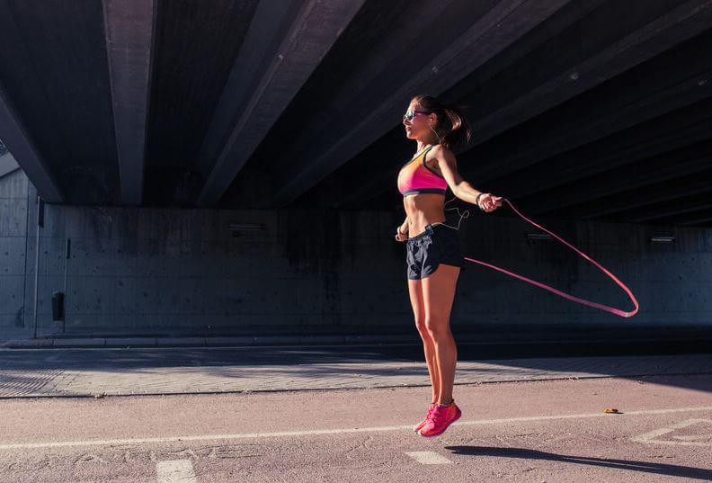 saltar-la-cuerda-ejercicios-combatir-celulitis-piel-de-naranja-piernas