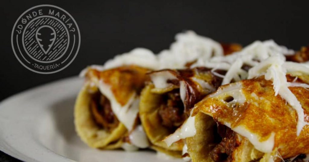 Tacos-dorados-con-queso