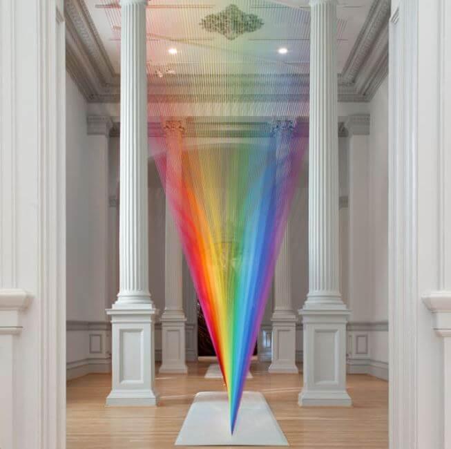 Gabriel Dawe, el artista mexicano que enamora con su obra llena de arcoíris