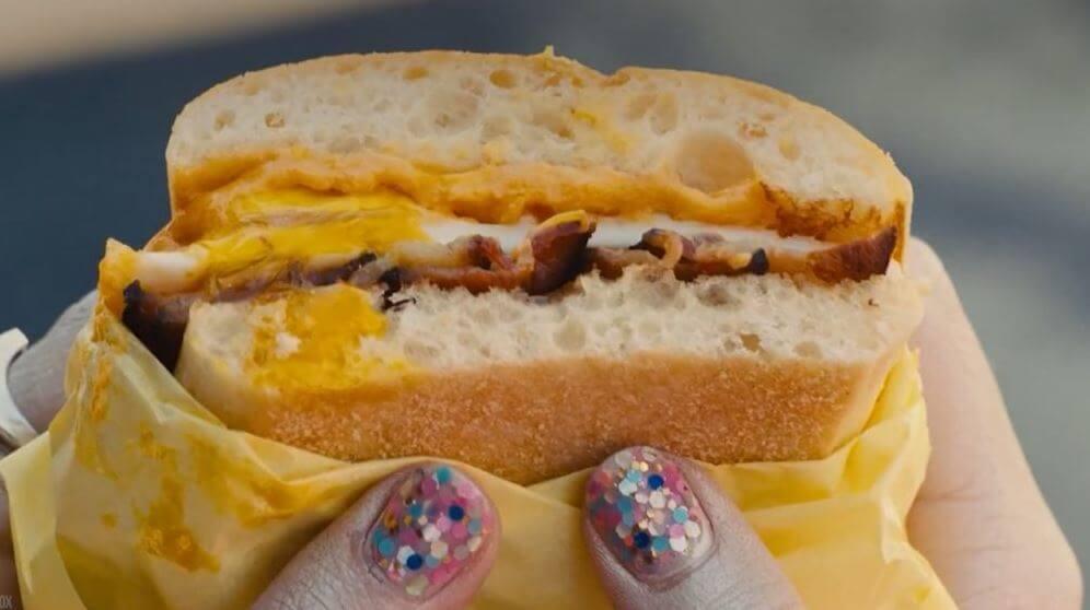 desayuno-de-harley-quinn-en-aves-de-presa