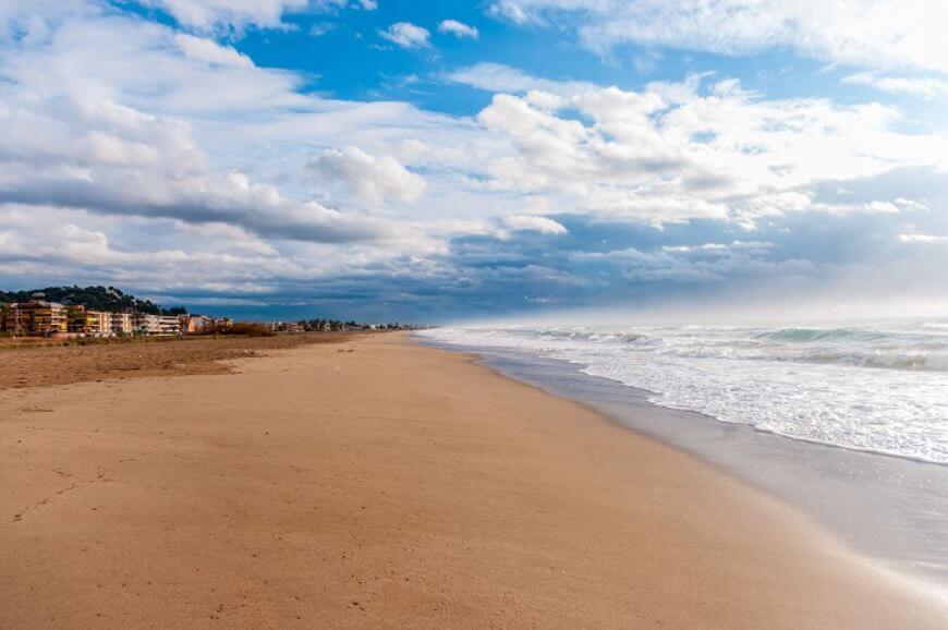 playas-de-barcelona-cristalinas-Castelldefels
