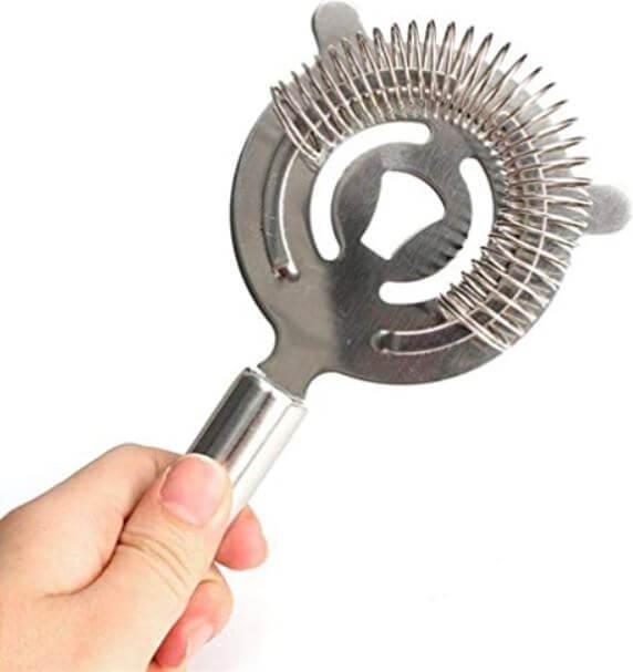 utensilios-basicos-de-cocteleria-que-puedes-comprar-en-amazon-colador-de-gusano
