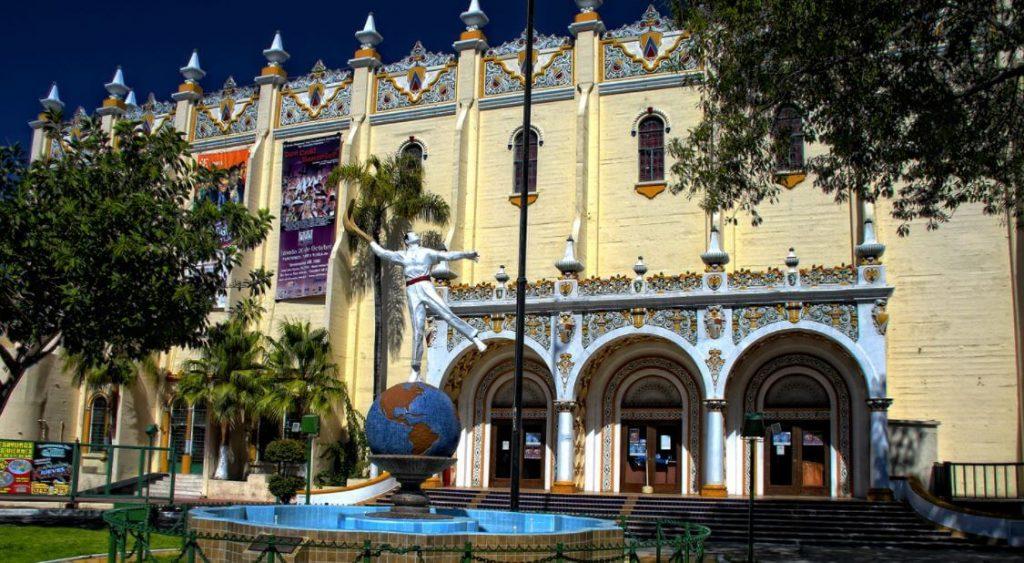 5-lugares-increibles-que-visitar-en-Tijuana-palacio-jai-alai-el-foro